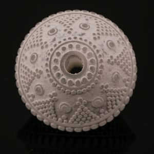 18x13 Ornament Rautenperle in kristall  mit weiß