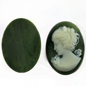 14x10 Gemme  in olivgrün / elfenbein . blick  links