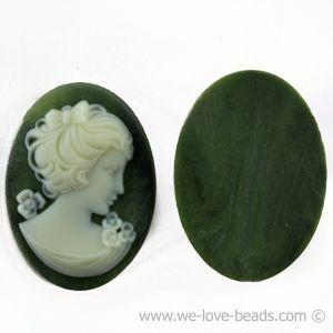 30x22 Gemme  in olivgrün / elfenbein . blick  rechts