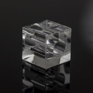 16mm Würfel großloch in kristall